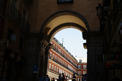 Madrid(マヨール広場へ).jpg