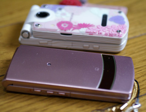 NEW携帯と旧携帯.jpg